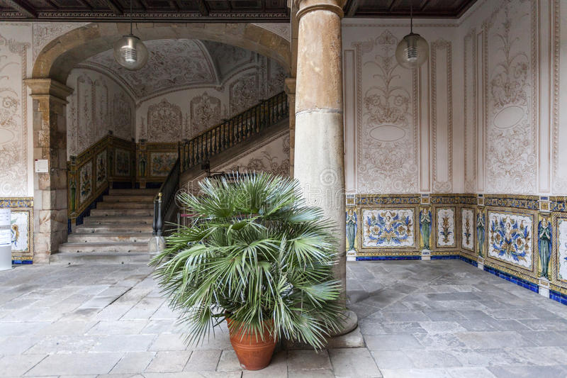 古老庭院,供以人员的Pati,十八世纪,文化中心,中心Estudis我Recorsos culturals, El Raval处所,巴塞罗那 免版税库存照片