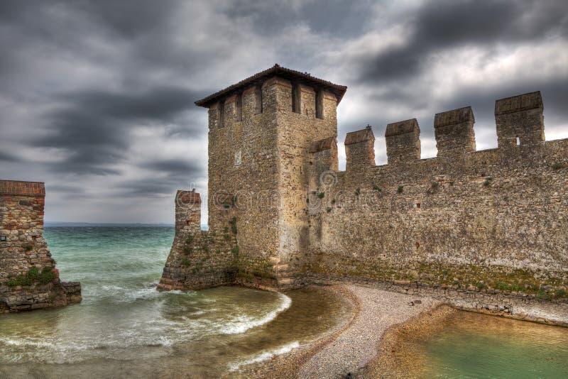 古老意大利sirmione墙壁 免版税库存图片