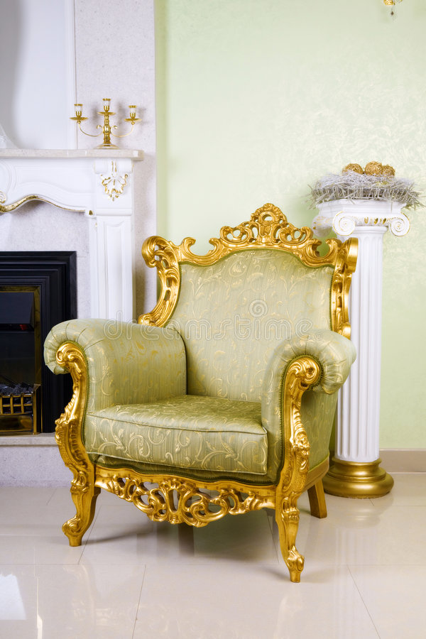 古老扶手椅子 免版税库存图片
