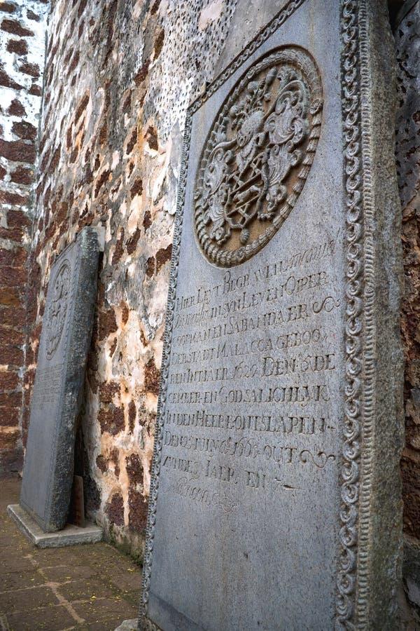 古老教会破坏墓碑 免版税图库摄影