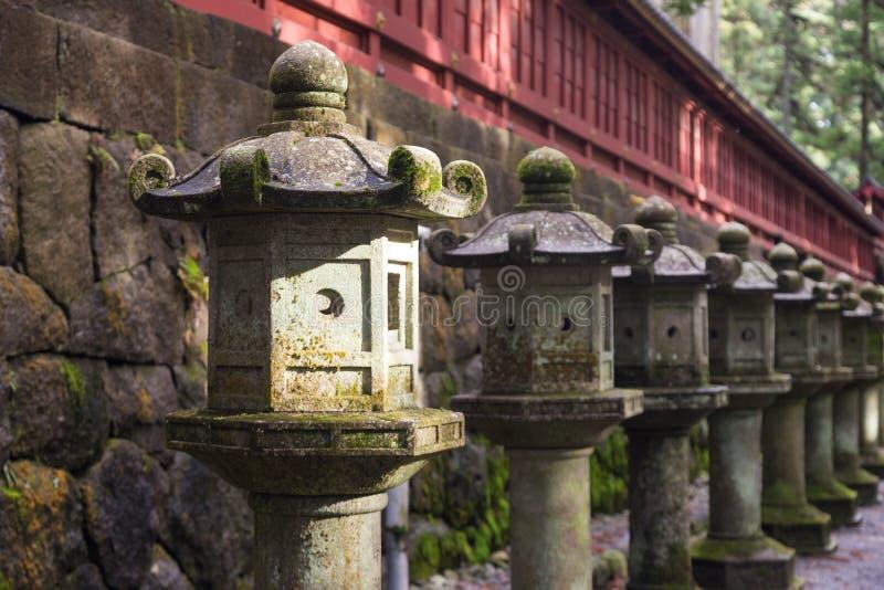 古老日本石灯笼 免版税库存照片