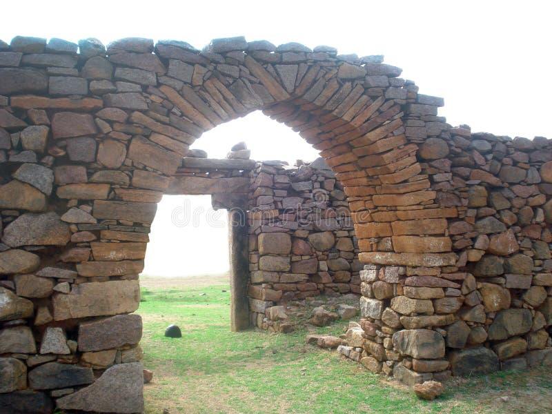 古老曲拱石头 免版税库存图片