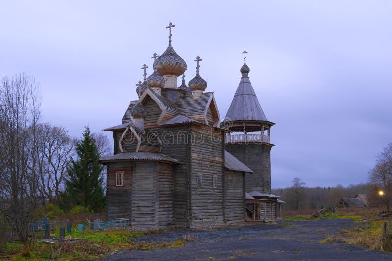 古老木教会德米特里Solunsky没药倾吐 Shcheleyki,列宁格勒地区村庄  库存图片