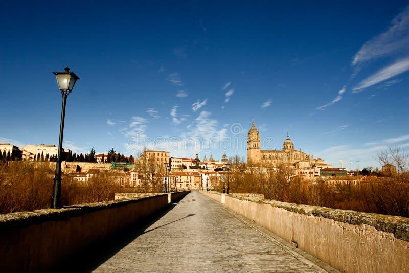 古老桥梁萨拉曼卡西班牙 免版税库存图片