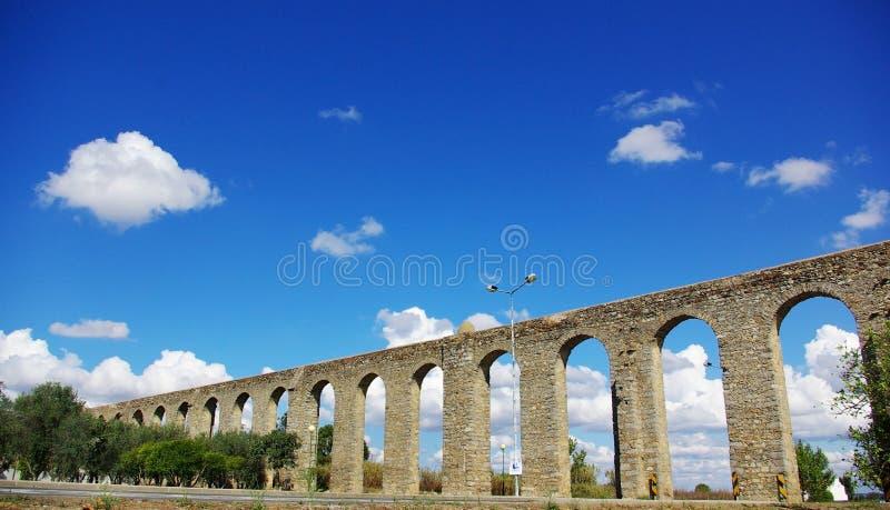 古老渡槽罗马的evora 免版税图库摄影