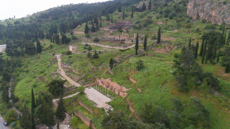 古老特尔斐,阿波罗教堂站点考古学站点鸟瞰图和Oracle,希腊 免版税库存照片