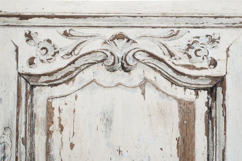 古老白色洗脸台局家具特写镜头有油漆的剥落了 免版税库存图片
