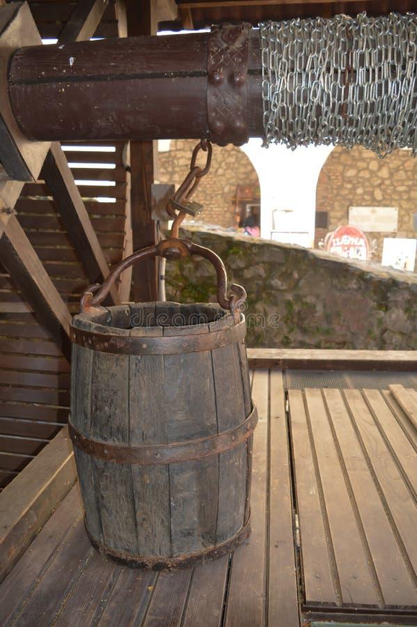 古老的木桶很好在城堡Palanok在穆卡切沃, 2016年8月14日的乌克兰 图库摄影
