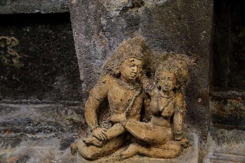 古老石安心在Ajanta陷下,印度 马哈拉施特拉状态的阿旖陀石窟是佛教洞 库存图片