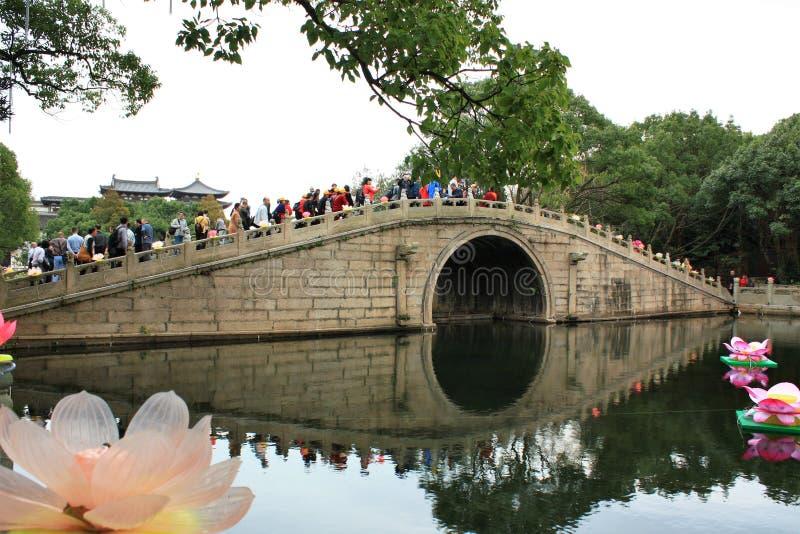 古老石曲拱桥梁在中国 库存照片