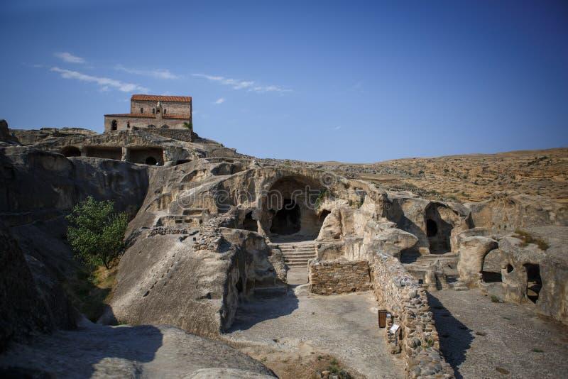 古老石洞市uplistsikhe在乔治亚 布朗石头废墟和洞在烧焦的太阳下的
