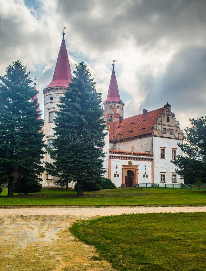 古老神奇城堡在Staszowice 免版税库存图片