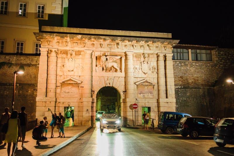 古老罗马式建筑遗骸在今天` s扎达尔的 免版税库存照片