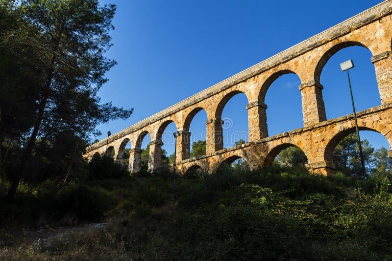 古老罗马渡槽在塔拉贡纳,西班牙,日落 图库摄影
