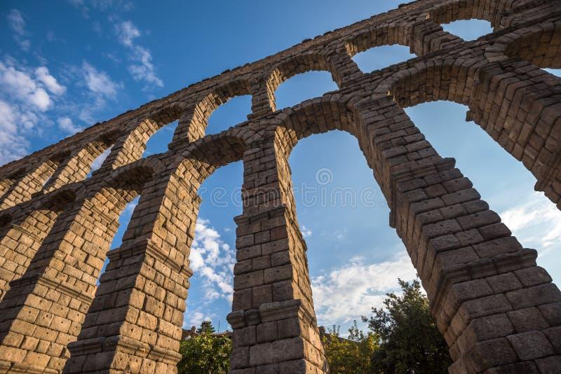 古老罗马渡槽在塞戈维亚,卡斯蒂利亚y利昂,西班牙 免版税库存照片
