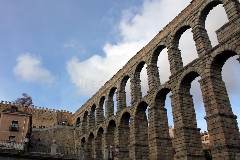 古老罗马渡槽在塞戈维亚,西班牙 库存照片