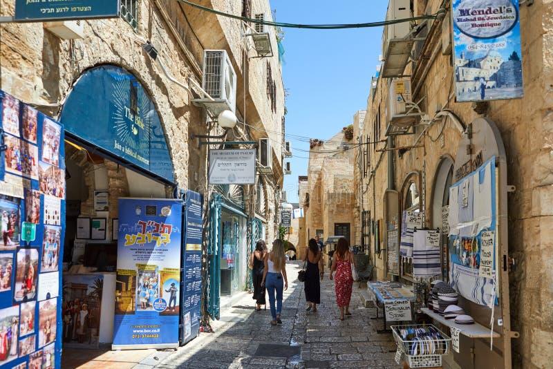 古老胡同在犹太区,耶路撒冷 r 在老颜色图象的照片 库存图片