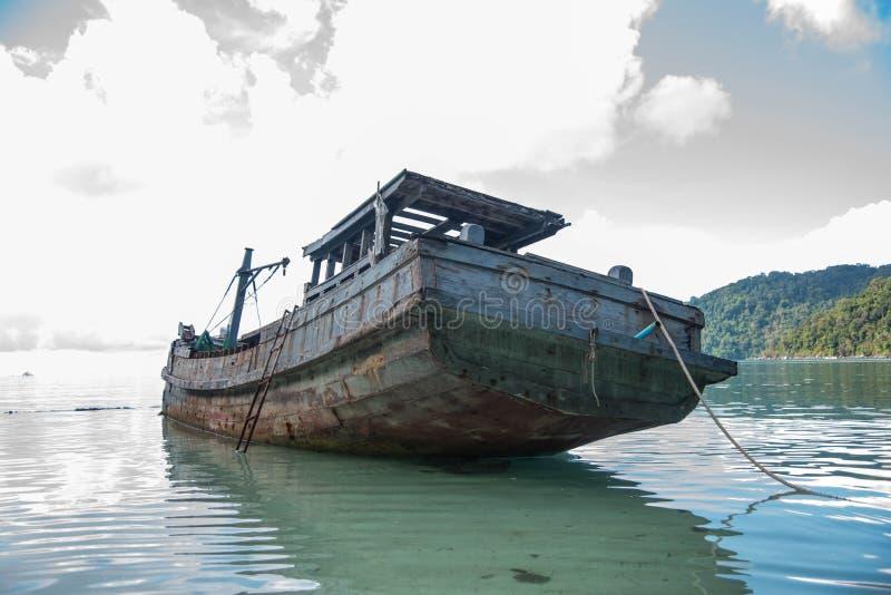 古老船遗骸  库存照片