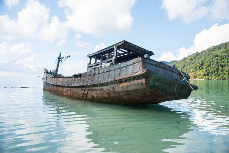 古老船遗骸  图库摄影