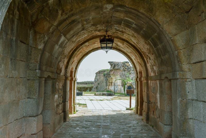 古老被加强的建筑被破坏的隧道  库存照片