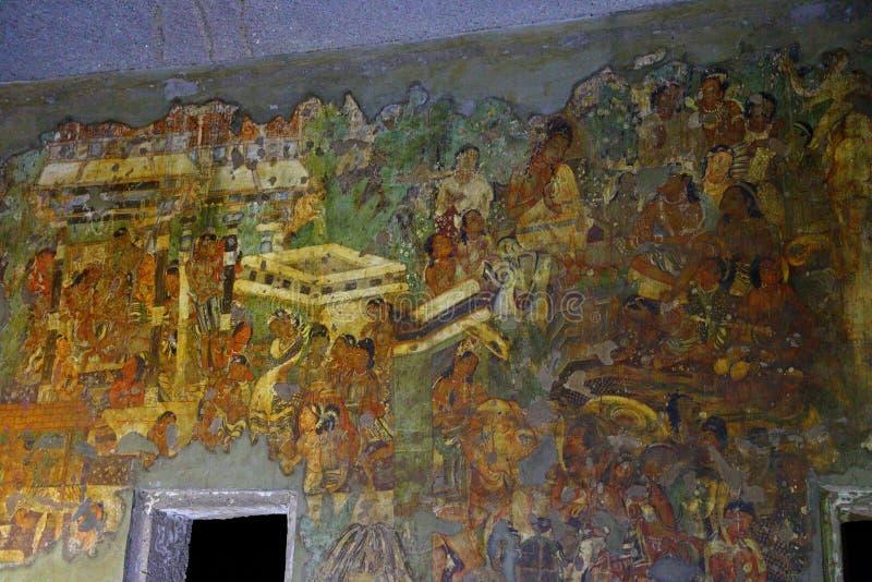 古老被绘的壁画在Ajanta陷下,印度 马哈拉施特拉状态的阿旃陀是佛教洞 库存照片
