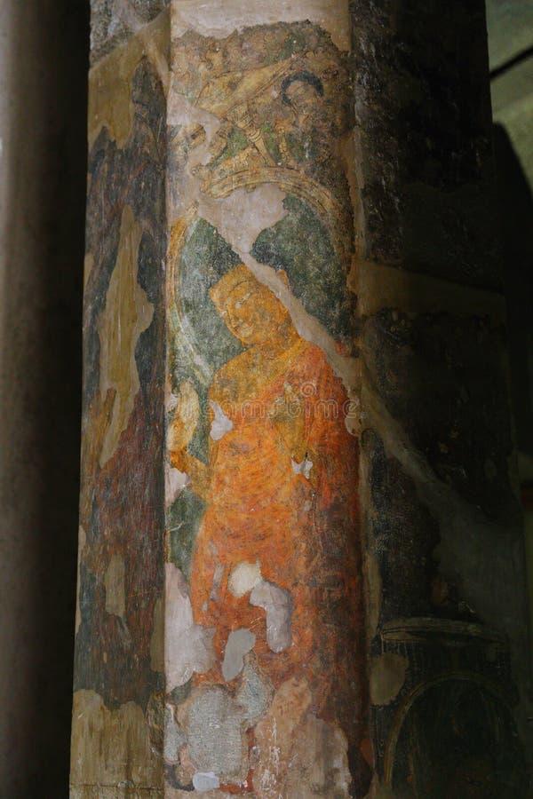 古老被绘的壁画在Ajanta陷下,印度 马哈拉施特拉状态的阿旃陀是佛教洞 免版税库存图片