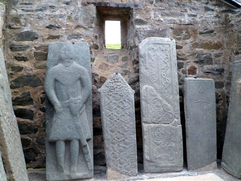 古老被雕刻的苏格兰墓碑 免版税库存图片