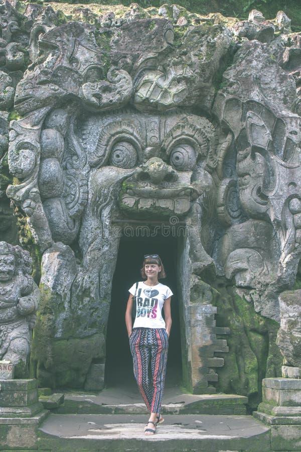古老被破坏的洞寺庙果阿Gajah, Ubud,巴厘岛 在巴厘岛的大象寺庙 库存图片