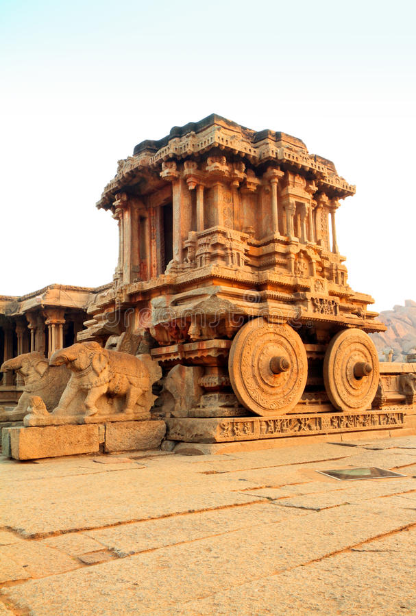 古老运输车hampi印度石头 免版税库存图片
