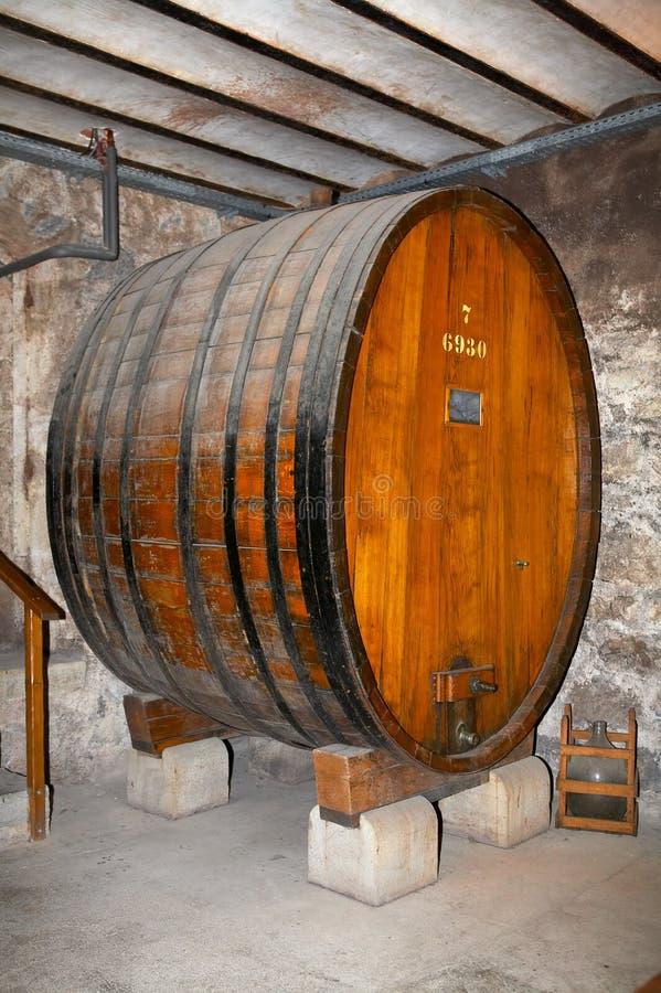 古老酒桶酒 库存照片