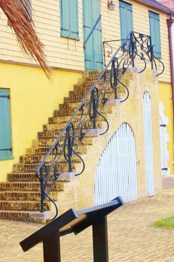 古老金属台阶扶手栏杆 免版税图库摄影