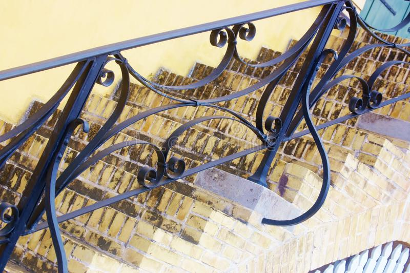 古老金属台阶扶手栏杆 免版税库存图片