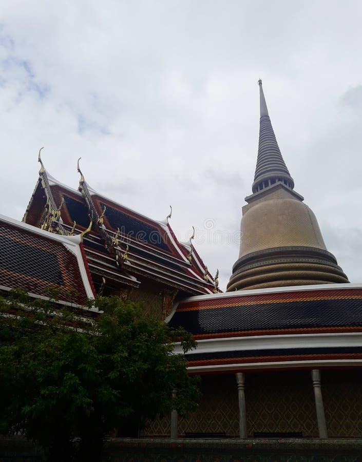 古老金黄塔在曼谷,泰国 免版税库存图片
