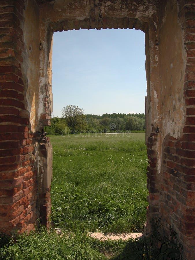 古老门,进入阳光 免版税库存照片