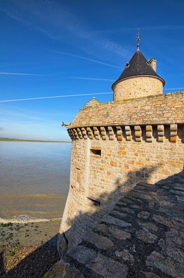 古老防御塔 修道院michel mont圣徒 春天早晨风景 诺曼底,法国,欧洲 免版税库存图片