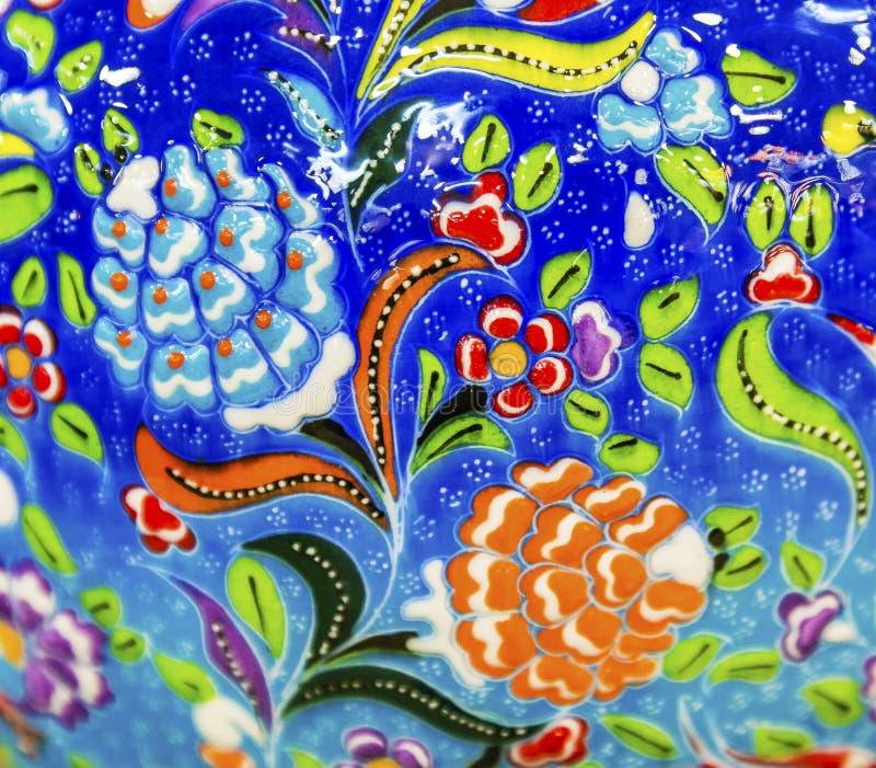 古老阿拉伯伊斯兰教的蓝色花设计瓦器米底巴约旦 图库摄影