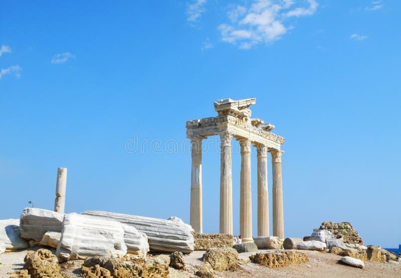古老阿波罗教堂废墟在边的 免版税库存图片