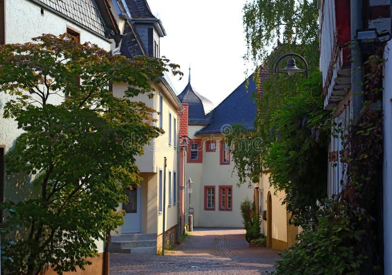 古老霍夫海姆,德国狭窄的街道  免版税库存图片