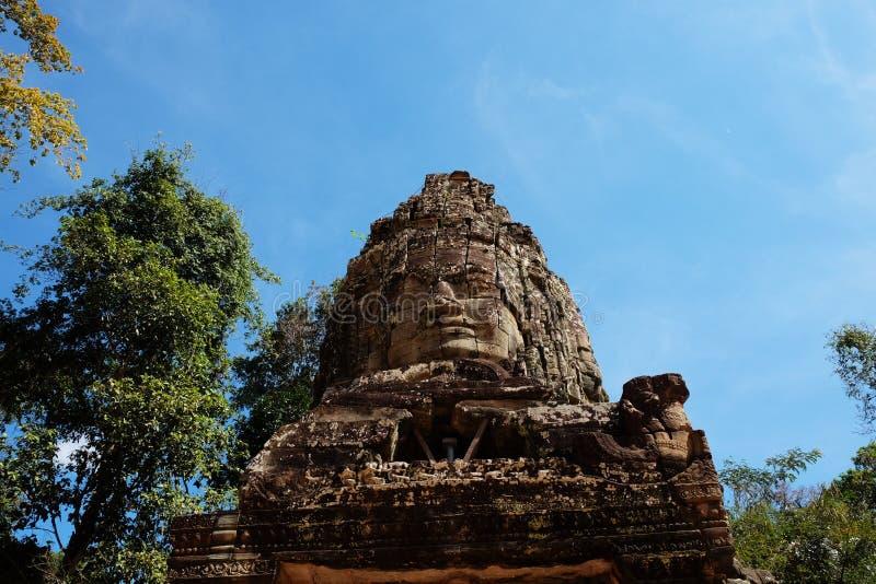 古老高棉文明的庄严石纪念碑 E 一张大石面孔的古老废墟 免版税图库摄影