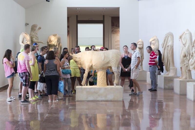 古老建筑crepidoma详述的比赛希腊遗产奥林匹亚奥林匹克peloponnese philippeion破坏向站点位于的科教文组织查阅世界显示 Archaeo 免版税图库摄影