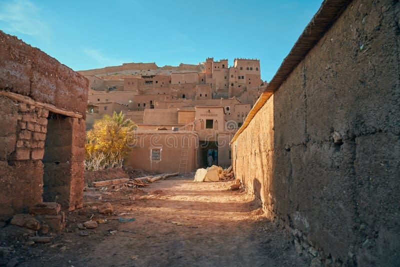 古老Ait在ksar里面的本Haddou街道  图库摄影