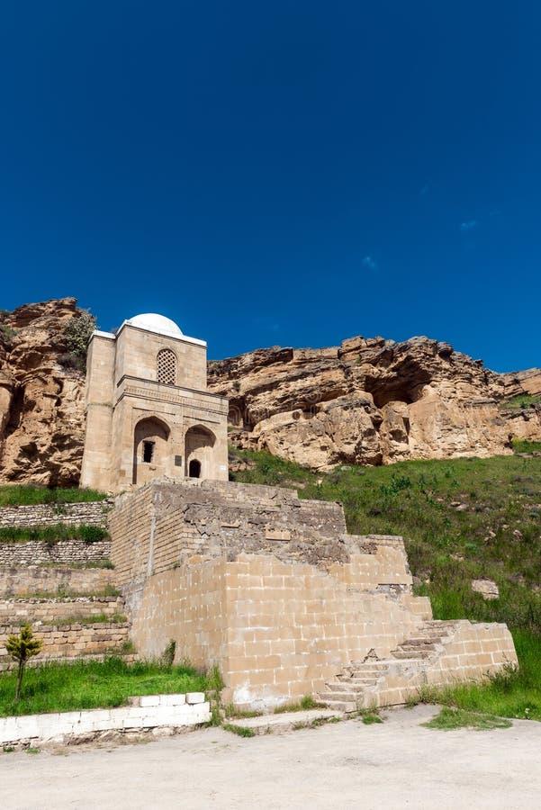 古老Diri酵母酒蛋糕陵墓, 14世纪, Gobustan市,阿塞拜疆 库存图片