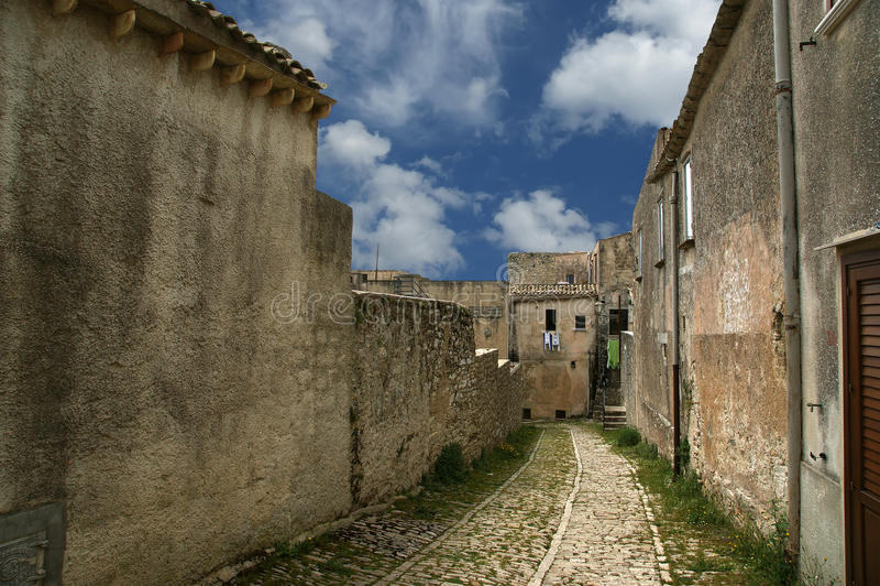 古老erice意大利西西里岛街道 免版税库存照片