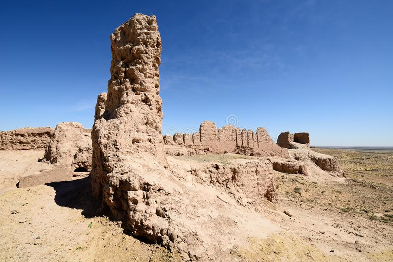 古老Khorezm –Ayaz -卡拉,乌兹别克斯坦最大的废墟城堡  免版税图库摄影