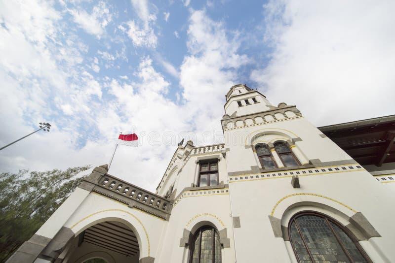 古老Lawang Sewu大厦在蓝天下 免版税库存照片