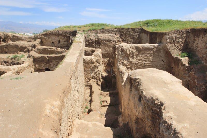 古老Panjekent废墟在现代Penjikent市,塔吉克斯坦附近的 库存照片