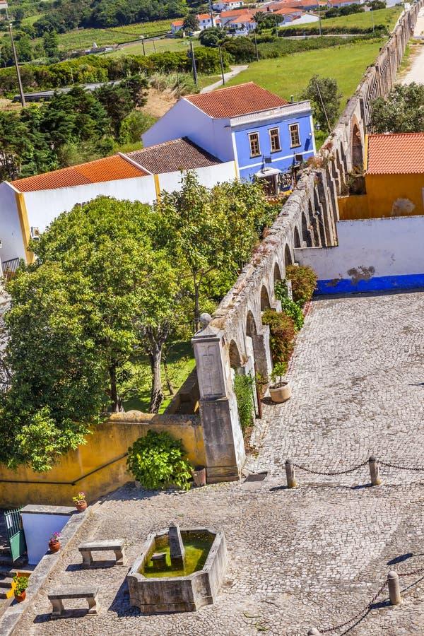 古老Usseira渡槽喷泉Obidos葡萄牙 免版税库存照片