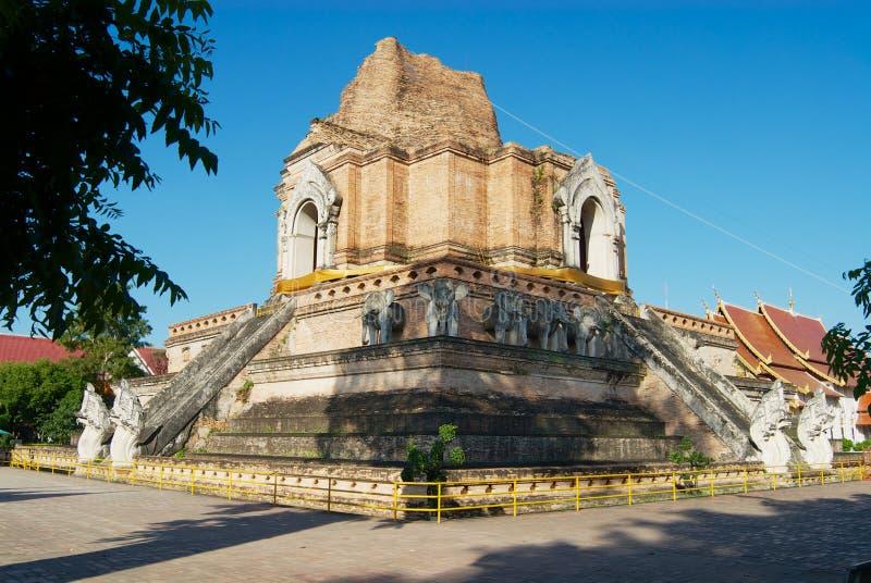 古老Wat Chedi Luang寺庙的废墟在清迈,泰国 免版税库存图片