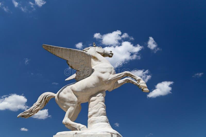 古色古香的佩格瑟斯雕塑在Boboli庭院里在佛罗伦萨,意大利 免版税库存图片