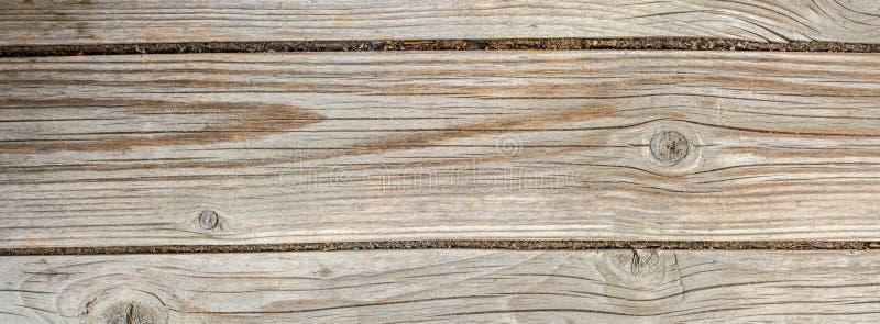 古色古香的地板,与很多镇压的老干木头和剥纤维,特写镜头摘要背景纹理  免版税库存图片